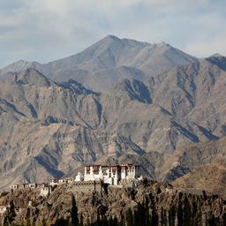 toppen-himalaya-door-lockdown-voor-eerst-in-decennia-weer-te-zien
