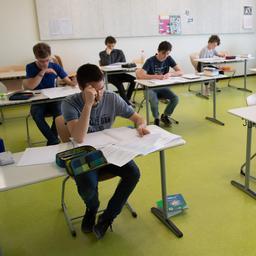 goed-nieuws:-studenten-helpen-scholieren-|-al-100.000-coronatest-afspraken