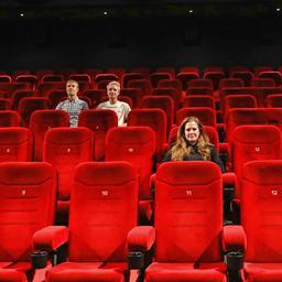 goed-nieuws:-steun-voor-filmtheaters-|-prinses-beatrice-getrouwd