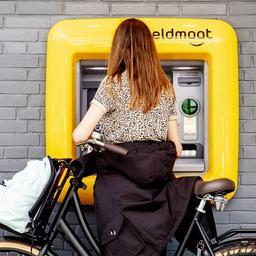 goed-nieuws:-pratende-geldautomaten-|-prestigieuze-prijs-voor-ilse-delange