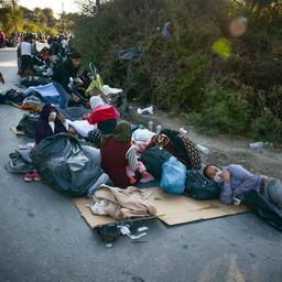 goed-nieuws:-15.000-slaapzakken-naar-moria-|-sneller-herstel-wereldeconomie