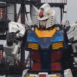 video-|-reusachtige-robot-zet-eerste-'stap'-in-yokohama