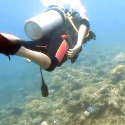 video-|-jongste-filipijnse-duiker-ooit-maakt-duik-van-17-meter-diep