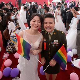 goed-nieuws:-lhbti-koppels-trouwen-in-taiwan-|-consument-winkelt-flink-door