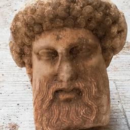 griekse-bouwvakkers-stuiten-per-toeval-op-eeuwenoud-beeld-van-god-hermes