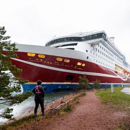ferry-met-330-passagiers-vastgelopen-op-finse-kust,-mogelijk-door-sterke-wind