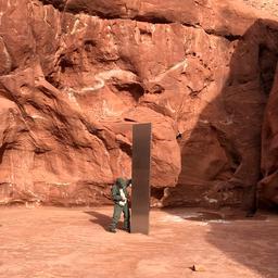 mysterieuze-metalen-monoliet-in-woestijn-van-utah-plots-ook-weer-verdwenen