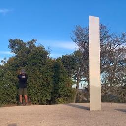 video-|-opnieuw-mysterieuze-zuil-aangetroffen,-dit-keer-in-californie