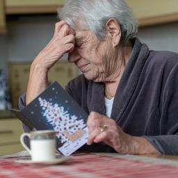 goed-nieuws:-nu-al-kerstkaarten-voor-ouderen-|-implantaat-voor-blinden