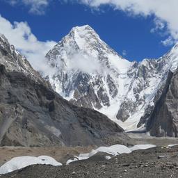bergbeklimmers-bereiken-voor-het-eerst-top-van-k2-tijdens-de-winter