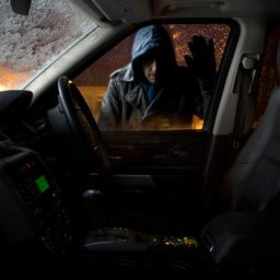 autodief-leest-moeder-de-les-omdat-hij-kind-aantreft-in-door-hem-gestolen-auto