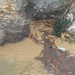 tweehonderd-doodskisten-storten-in-zee-na-aardverschuiving-in-italie