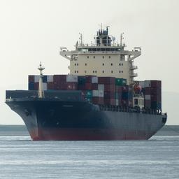 matroos-overleeft-14-uur-in-de-grote-oceaan-na-val-van-vrachtschip