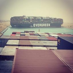 suezkanaal-mogelijk-dagenlang-geblokkeerd-door-vastgelopen-containerschip