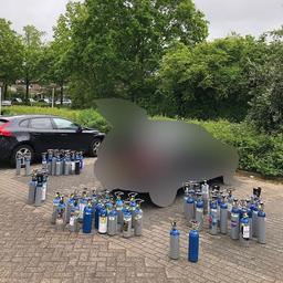 politie-zwolle-houdt-verdachte-aan-die-met-78-flessen-lachgas-in-auto-reed
