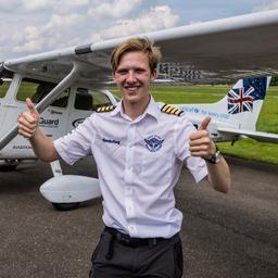 brit-(18)-voltooit-in-teuge-als-jongste-persoon-ooit-vliegreis-rond-de-wereld