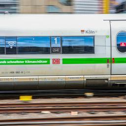 schilderij-van-25.000-euro-gestolen-van-slapende-man-in-duitse-trein